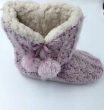 Связанные теплые симпатичные крытые ботинки