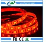 IP65 bobina impermeabile/Rode de kleuren LEIDENE van Striscia 300LEDs SMD 5050 van rossa autoadesiva strook