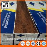 Holz, das selbstklebenden Belüftung-Vinylbodenbelag schaut