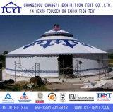 Gran partido de la familia que acampa Tienda turística Yurt de Mongolia