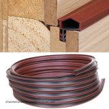 Slot de cores diferentes para vedação da porta de madeira