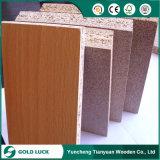 La melamina de la buena calidad 18m m hizo frente al tablero de madera aglomerada estable pegado E1