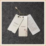 El papel colgar la ropa de etiqueta el logotipo impreso