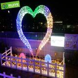 Luzes de Natal fora de casa com iluminação Motif coração leve