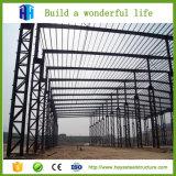 構築のデザインによって組立て式に作られる鉄骨フレームの構造の倉庫デザイン