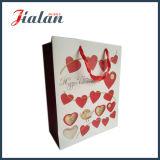 Le logo de forme de coeur a fait à des ventes en gros le sac à provisions de papier estampé bon marché