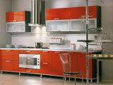 光沢度の高いアクリルの食器棚のドア