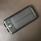 Banco de la energía solar de alta eficiencia con la luz de flash y la brújula