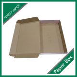 출하를 위한 주문을 받아서 만들어진 서류상 의류 포장 상자
