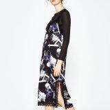 Женщины способа напечатали платье комплекта шнурка сопрягая разрезанное стороной двухкусочное