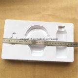 Fones de ouvido brancos de estofamento com bandeja de embalagens de plástico