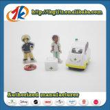 L'infirmière mignonne en gros d'hôpital feignent Toy de docteur de jeu Set pour des gosses