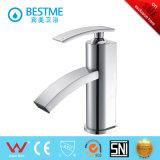 A melhor Faucet montado da bacia do banheiro do cromo do preço plataforma (BM-B11103)