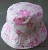 綿の赤ん坊の帽子は帽子の子供の帽子をからかう