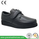 男女兼用の革靴のComfortbleの靴黒の整形治療用靴
