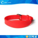 13.56MHz делают Wristband водостотьким силикона RFID пряжки вахты способа