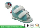 Здоровье фиоритуры обувает ботинки малыша ботинок младенца неподдельной кожи