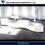 Compteur de blanc haut forme droite Table de réception