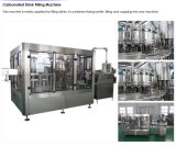 캡핑 기계를 채우는 자동적인 공기에 쐬인 물 번쩍이는 음료