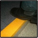 GRP Nosing/FRPの危険信号または減速のストリップまたは建築材料かガラス繊維
