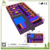 Parque modificado para requisitos particulares grande del juego del curso de Ninja, zona de salto del trampolín de interior