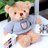 스웨터를 가진 주문을 받아서 만들어진 장난감 곰 장난감