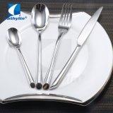 Populaires européens Silver Ligne Royale en acier inoxydable Ustensiles Set, cuillère couteau de la Coutellerie de fourche