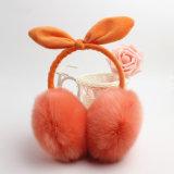 製造のカスタム模造動物の毛皮の耳はウサギの毛皮の耳のウォーマーのあたりで覆う