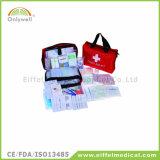 医学旅行キャンプの緊急時の救急箱