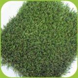 Grama artificial no exterior para o futebol e campo de futebol ou Erva de Enchimento