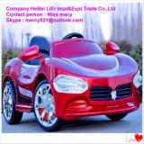 Automobili elettriche di giro dei capretti nella marca della Porsche nel servizio della Cina