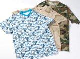 カムフラージュの軍隊のTシャツ