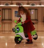 장난감 차에 전기 탐이 아기 차 아이들 건전지 차에 의하여 농담을 한다