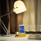 Station de charge en bois en bambou d'USB avec le stand et les smartphones de montre d'Apple
