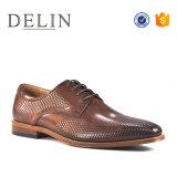 2018 оптовой моды удобными кожаными мужчин обувь тиснение (emboss)