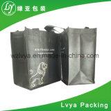 주문 크기와 더불어 비 길쌈된 박판으로 만들어진 물색 끈달린 가방,