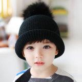 La fourrure unisexe POM POM de Faux tricotée par Tami de filles de garçons des gosses des enfants chauffent le chapeau de Beanie de Skullies de chapeaux de l'hiver (HW609)