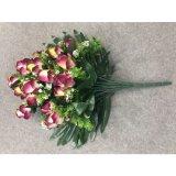 인공적인 로즈 꽃이 인공적인 난초에 의하여 실제적인 접촉 꽃이 핀다