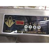 Handelsfußboden, der Gelato Maschinen-Eiscreme-Maschine steht