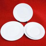 白い陶磁器のディナー・ウェアのレストランのディナー・ウェア