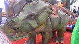 Игровая площадка на открытом воздухе высокой моделированной искусственного 3D модели динозавров