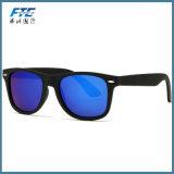 El metal unisex del estilo de las gafas de sol de los hombres polarizados venta al por mayor abisagra la lente polaroid con insignia de UR