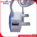 二重USBポートを持つ携帯電話のイギリスのプラグのケーブルによってワイヤーで縛られる充電器