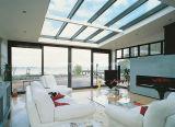 Flache Oberflächen-Schwellbalken-Balkon, der Aluminiumtüren schiebt