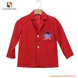 O uniforme preliminar feito sob encomenda de Schcool ostenta a roupa para crianças