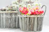 Деревянный плантатор цветка с черной пластичной подкладкой