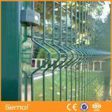 溶接された金網の塀を曲げるPVCによって塗られる装飾的な三角形