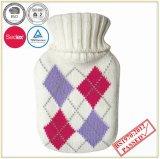 좋은 품질 뜨개질을 한 덮개를 가진 작은 더운물병