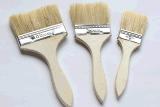 La madera maneja el cepillo de la pared del cepillo de pintura