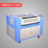 Máquina de gravura pequena do laser do CO2 para a madeira plástica acrílica do metalóide